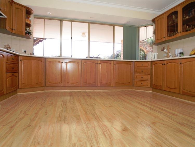 Красивый ламинат на кухне