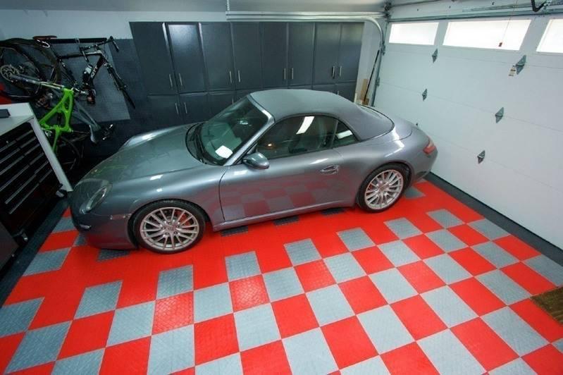В гараже красивая плитка