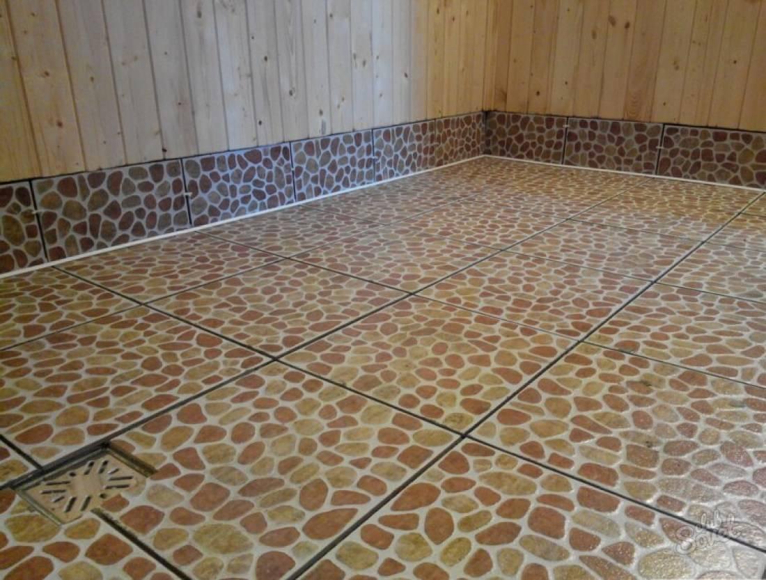 Из плитки выложен пол в бане