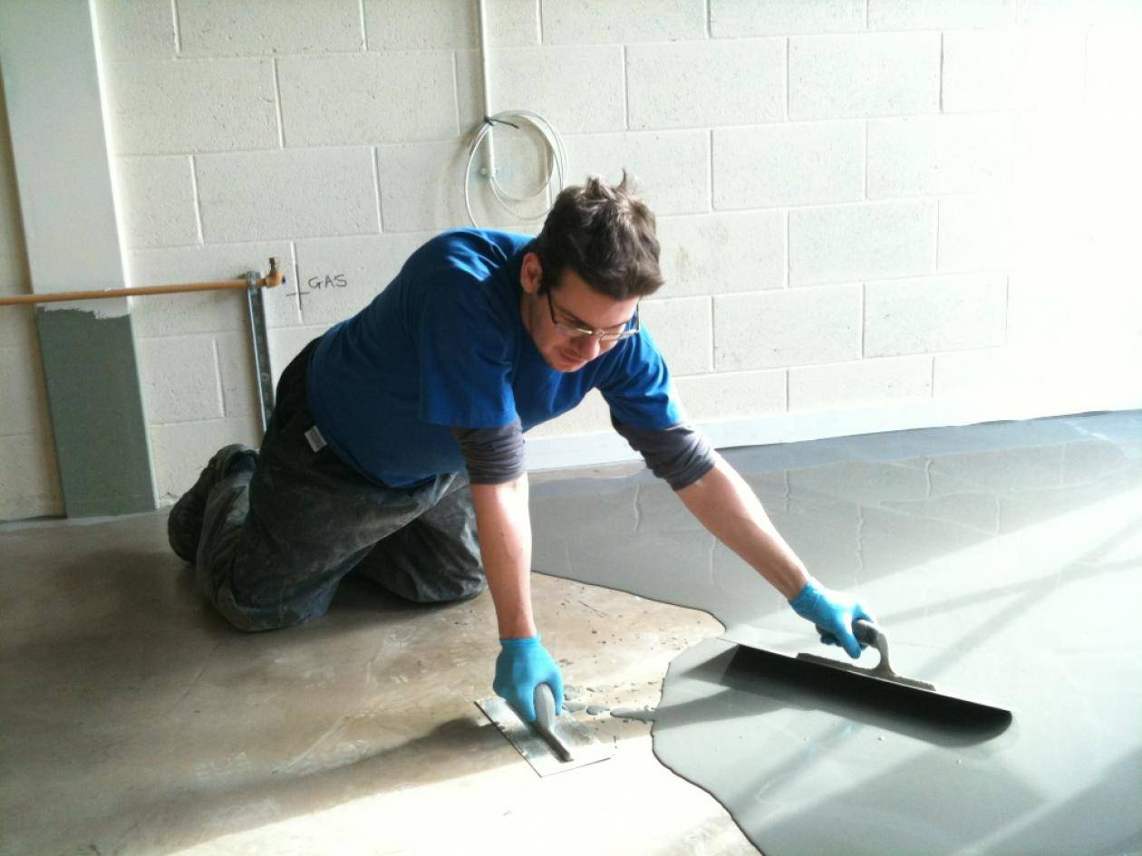 Нанесение наливного покрытия