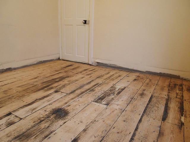 Деревянные полы в комнате